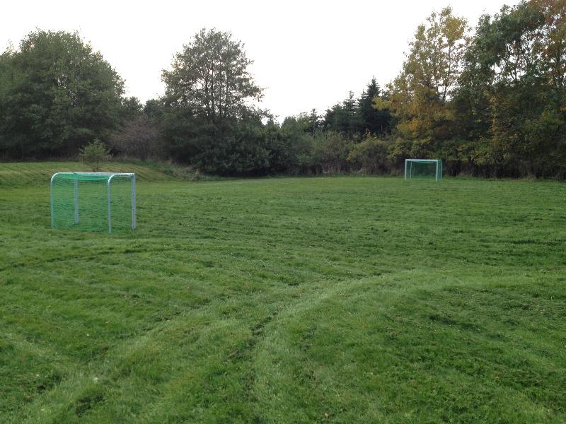 skovhuset-07-fodboldbane-set-fra-huset
