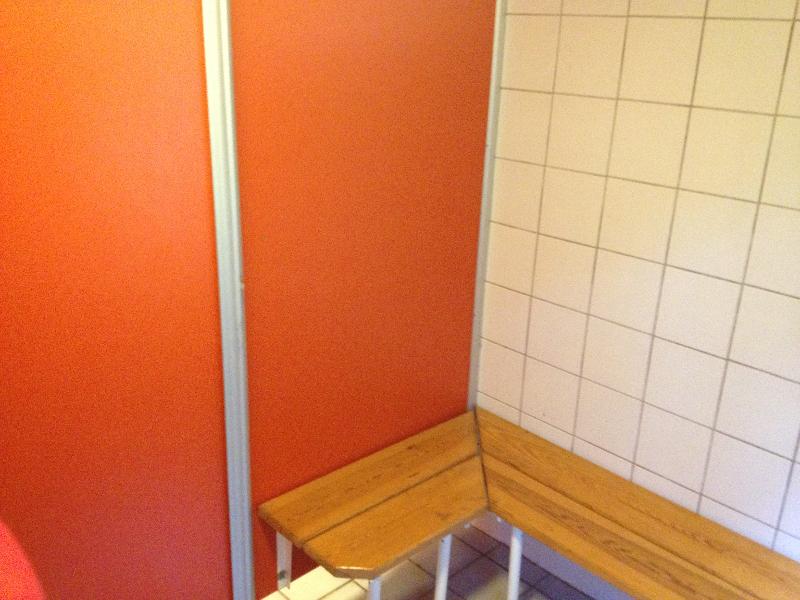 skovhuset-42-baenk-i-pige-baderum